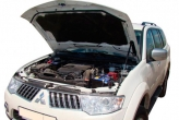 """Упор капота Mitsubishi Pajero Sport II (2008-) (в сборе с кронштейном) """"ТехноМастер"""""""