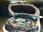 """Упор капота Volkswagen Tiguan (2008-) одинарный, в сборе с кронштейном """"ТехноМастер"""""""